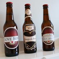 Como personalizar cervejas de forma romântica