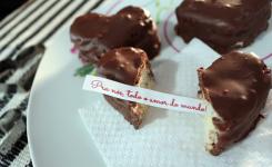 """""""Biscoitos"""" de chocolate recheados com bilhetinhos"""