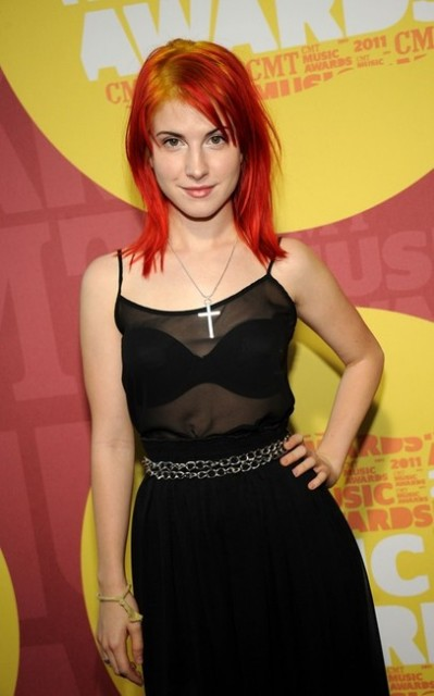 hayley-williams-and-cross-necklace-season-1-2-gallery