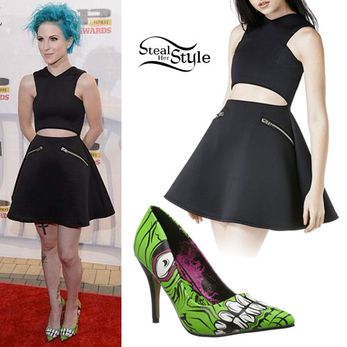 hayley-williams-apmas-outfit
