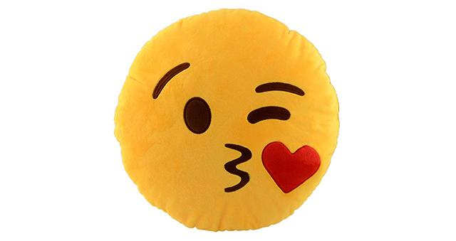 almofada-emoji-beijinho