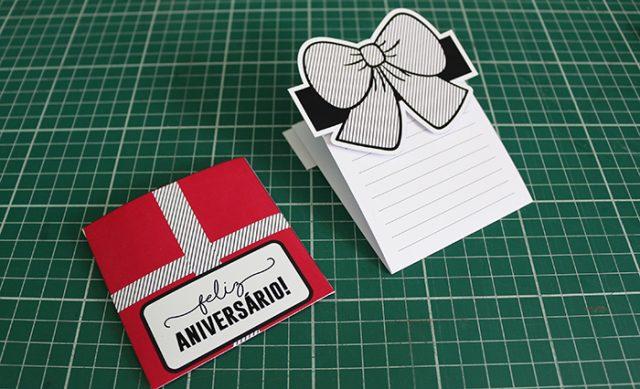 Com o envelope já prontinho, agora você pega a peça da carta e dobre para trás, veja na foto.